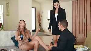 Brett Rossi suffered Aria Lee to join her for a threesome sex