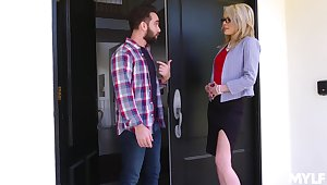 Mom's best affiliate Tiffany Fox turned to be very hot and insatiable