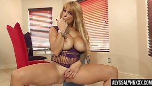 Bosomy hot lady Alyssa Lynn is actually pro within reach teasing their way wet pussy