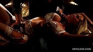 Horny man turns alluring curvy babe Brandi Honour with sensual cunnilingus