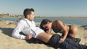 Captivating Canela Skin gets a dicking on a pristine beach